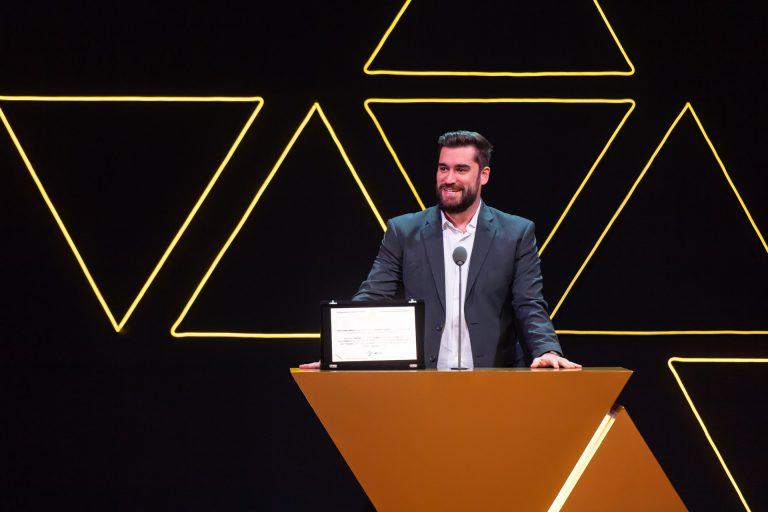 O representante a receber a medalha de honra foi o head da KaBuM!, Danilo Moura